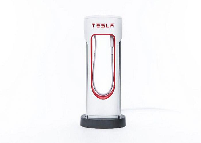 تسلا پاوربانکی شبیه به ایستگاههای شارژ الکتریکی خود ساخت